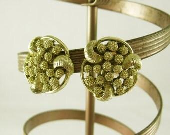 Large Flower Earrings, Summertime Gold Clip On Earrings, Gold Flower Earrings, Gold Clip Earrings, Summer Earrings, Vintage Jewelry Earrings
