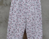 Cat Capris on White Flannel with Chubby Kitties Red Flowers