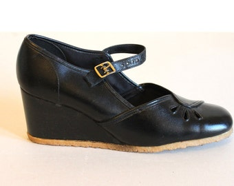70s platforms - wedge shoes - leather maryjanes - womens shoes - buckle shoes - wedge heels - navy t bar shoes