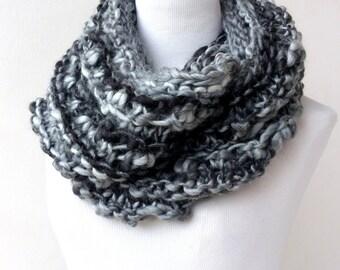 Black Circle Scarf - Chunky infinity scarf  - Black and Gray Knit chunky Cowl Scarf  - Infinity scarf