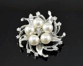 SEASON SALE-Stunning vintage jewel brooch -Bridal elegance
