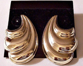 Layered Swirls Ribbed Discs Pierced Earrings Gold Tone Vintage Long Curls Ribbed Puffed Triple Folds
