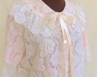 Vintage 50s Robe Pastel Pink Nylon with White Lace Overlay Scalloped Collar Size Medium / M Like New