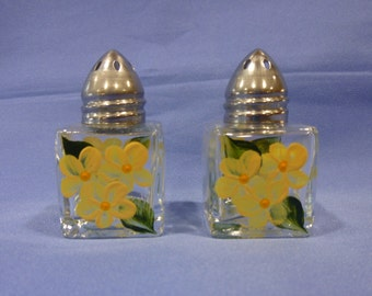 Hand Painted Mini Salt and Pepper Shakers Yellow Daisies Flowers