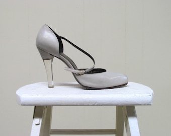 "Vintage 1980s Shoes / RARE 80s Fred Slatten Taupe Leather Ankle Strap 4"" Lucite Heels / Size 8 US"