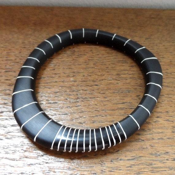 Black resin wangle bangle with nude stripes