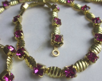 Exceptional Vintage Fuchsia  Rhinestone  Jointed Chain 18 Inches