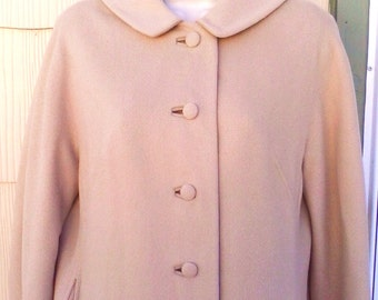 Vintage 1960s Beige Coat Peter Pan Collar Jackie O Mod Small