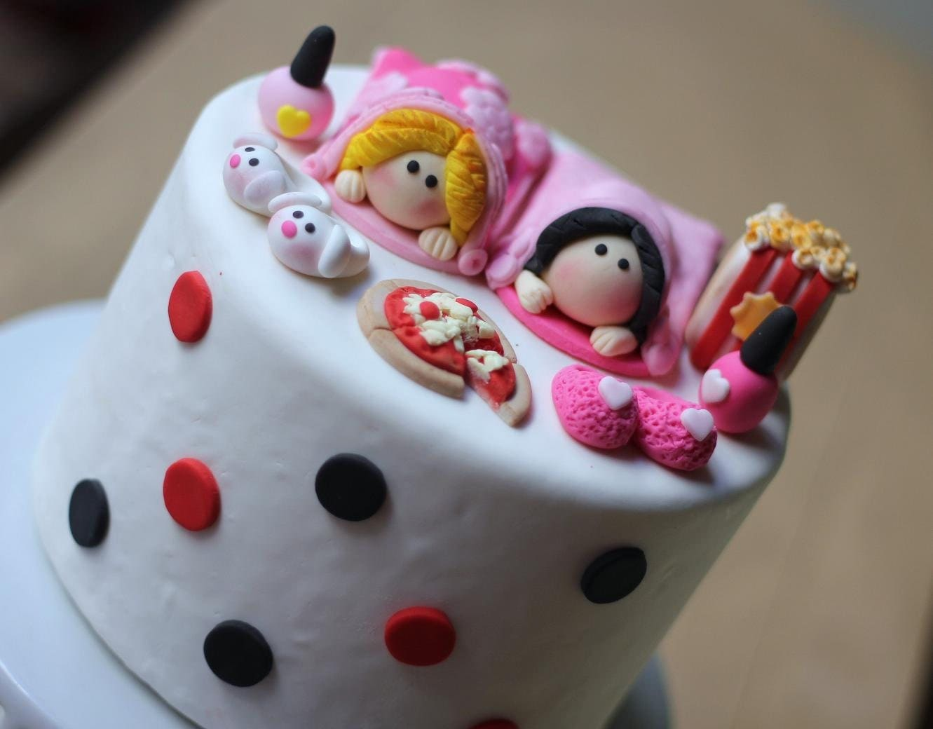 pictures fondant slumber party cakes
