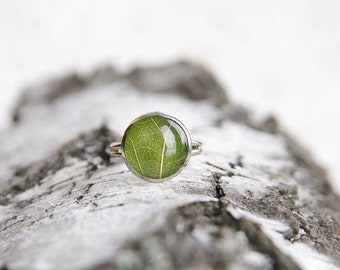 Real leaf ring - nature lover gift - green resin handmade jewelry