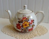 Vintage English Tea Pot/ EllGreave/ Shabby Chic / Cottage Decor/ Garden Floral Gold/Collectible/Gift Tea Cup