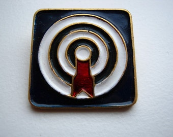 Vintage USSR Soviet union pin badge Shooting