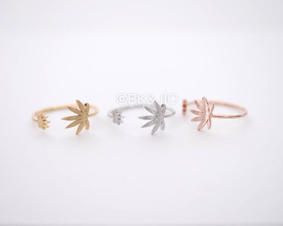 Weed Leaf Ring - Gold/ Silver/ Pink gold