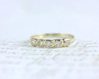 Stunning vintage inspired 5 diamond 14kt. yellow gold ring