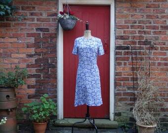 40s style Cornflower Blooms dress / 80s does 40s crepe dress / blue vintage day dress with novelty leaf print
