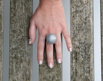 Ring Disco: silver glittery ball on an adjustable ring