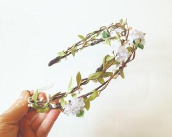 White Flower Crown, bridal floral crown, flower hair wreath, flower circlet, wedding hair accessories, woodland wedding, flower headband