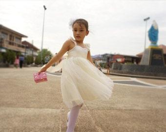 Flower Girls dress, Ivory flower girl dress, Bridesmaid dress, Girl wedding dress, Girl birthday party dress.