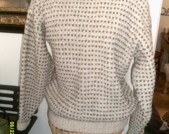 Womans Vintage Wool Pullover Sweater, size Med. 6 to 10, by Alps, Winter Sweaters 10