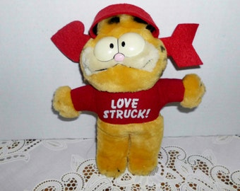 Garfield Cat plush Cat Love Struck made by Dakin and company in 1981 made in Korea-9 inches
