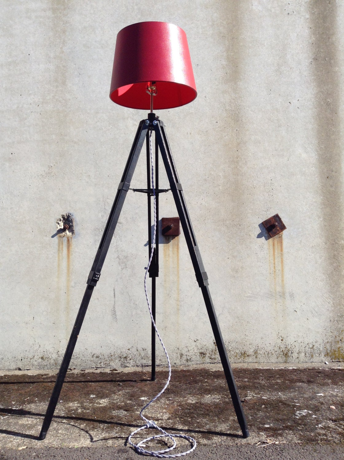 vintage tripod lamp industrial floor lamp tripod lamp gifts. Black Bedroom Furniture Sets. Home Design Ideas