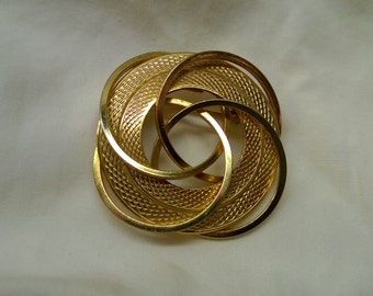 Vintage Gold Tone Circle Brooch/Pendant - Circa 1980's - Super Sweet!!
