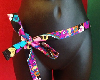 Pretty Vintage 1960s belt, psychedelic floral print
