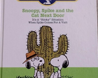 Snoopy Book Free Shipping  Vintage World of Wonder.  The World of Snoopy.  1986 Hardcover Snoopy, Spike, and the Cat Next Door