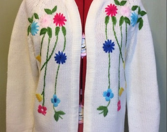 CLEARANCE: 1960s Cream Sweater with Floral Details, S-M