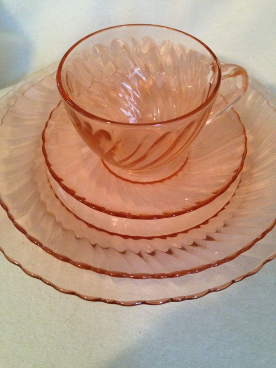 Pink Depression Glass French Swirl Dinnerware Set 16 Piece