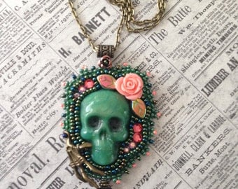 Skull pendant Jadegreen and Coral