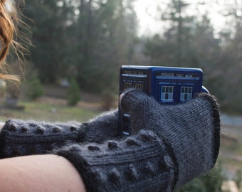 Doctor Who Knit Fingerless Mitts: Dalek