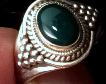 Size 7.75 or 8 Sterling Silver Ring. Green Onyx. free US ship 26.00