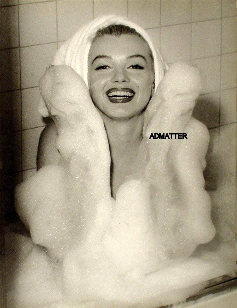 Marilyn Monroe Rare Vintage 2-Sided Pin-up Poster Taking a