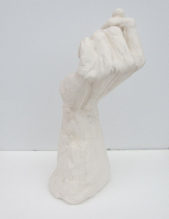 Escultura cerámica de la mano