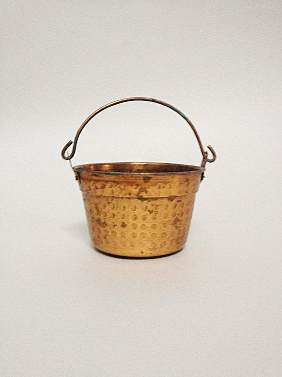 petit pot vintage en cuivre martel cache pot. Black Bedroom Furniture Sets. Home Design Ideas