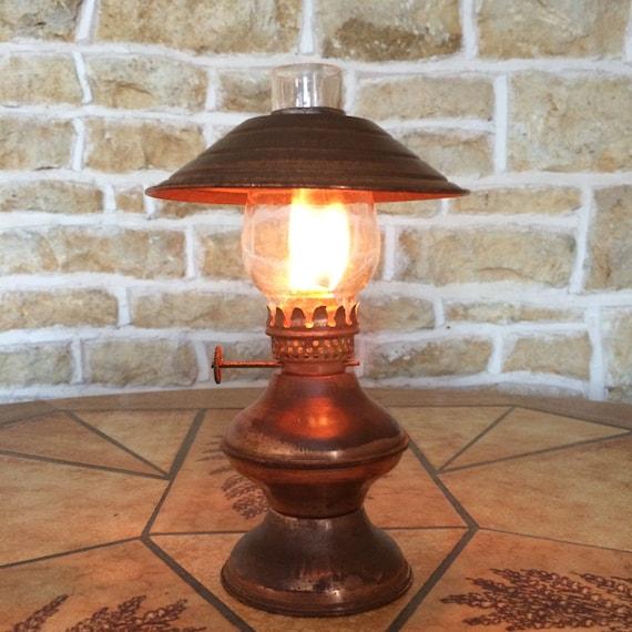 Small Decorative Lamp: Small Decorative Copper Oil Burning Paraffin Oil Lamp Lantern