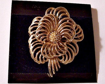 Monet Flower Bloom Pin Brooch Gold Tone Vintage Open Ribbed Large Layered Curved Petals Nail Head Cluster Center