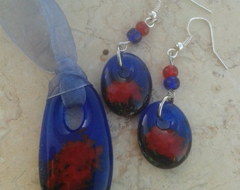Blue & red fused glass set - fused glass pendant and earrings made of blue and red glass.