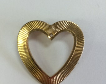 Small gold toned heart pin
