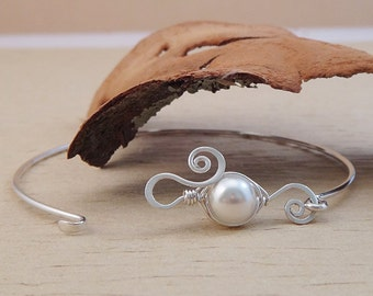 Pea Pod Bracelet - Bridesmaid Bracelet Gift - One Peas in A Pod Clasp Bangle - Bridesmaid Jewelry Thank You