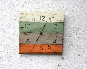 Beach House Style Wall Clock. Pallet Wood Clock, MODERN Beach. Reclaimed Wood...ReCycled wood...distressed...Customize Your Clock