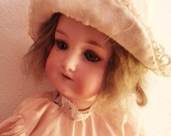Antique bisque head doll. Armand Marseille. Collectable dolls.  German bisque doll. Open mouth. Blu eyes with meccanism.