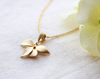 Orchid flower pendant necklace in gold, Flower necklace, Bridesmaid gift, Everyday necklace, Wedding necklace