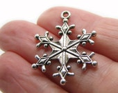 Charms : 10 Antique Silver Snowflake Charms / Frozen Snow Winter Charms 29x22mm ... Lead, Nickel & Cadmium free 12740 J5E