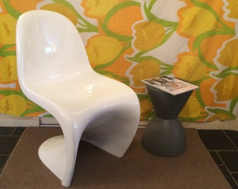 Mod S Chair / Hippie Modernism / Not the thin plastic chairs