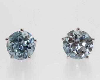 10 Kt White Gold Aqua Earrings