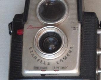 Vintage 1950s Kodak Brownie Starflex Camera