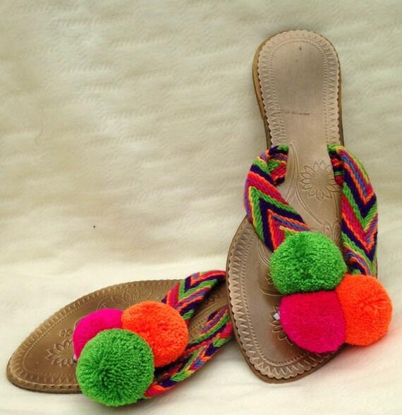 Sandalias Wayúu, hechas a mano, tejidas por indigenas Wayúu.