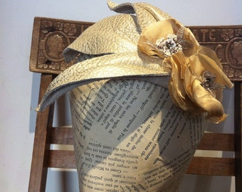 Fascinator gold leather